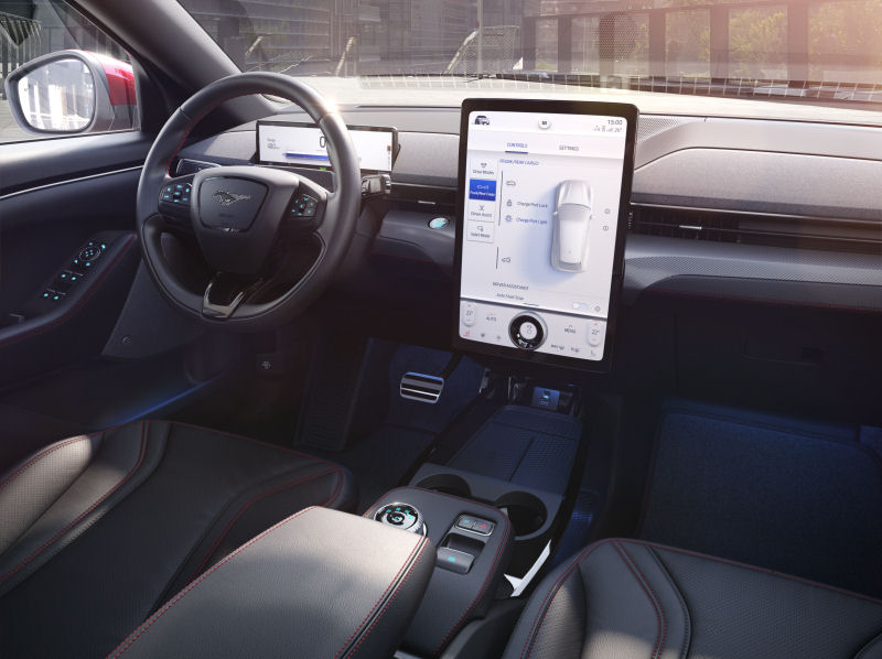 Förenklad förarmiljö i nya Mustang Mach-E med Fords nya designtänk
